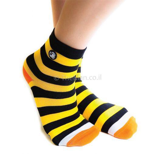 גרביים ממותגות בצבע צהוב שחור
