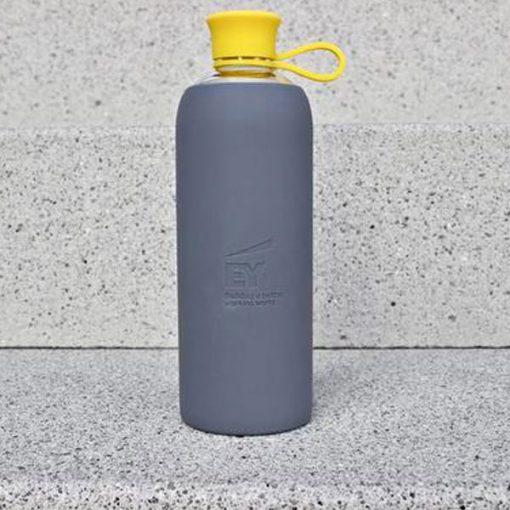 בקבוק זכוכית ממותג